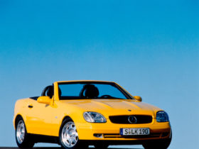 the-r170-mercedes-benz-slk:-the-folding-vario-roof-baby-roadster