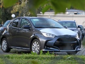 2022-mazda2-spied-without-disguise,-it-is-a-rebadged-toyota-yaris-hybrid