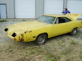 1970-plymouth-superbird-rolls-out-of-storage-after-35-years,-flaunts-original-440-v8