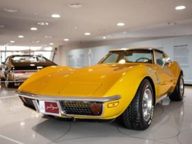 national-museum-of-qatar-features-stunning-american-muscle-car-exhibit
