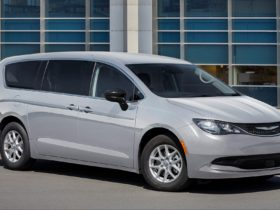 the-chrysler-voyager-minivan-is-a-fleet-only-affair-for-2022-model-year