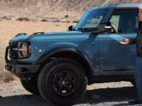 kevin-bacon-tests-out-the-2021-ford-bronco-on-jay-leno's-garage