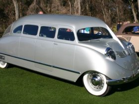 stout-scarab-is-the-world's-first-and-ugliest-minivan,-now-an-art-deco-icon