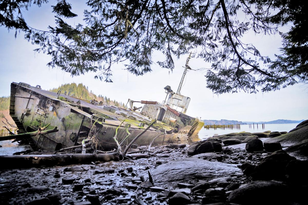 this-ex-us.-navy-jet-hydrofoil-flew-across-the-water,-now-it-rots-in-an-oregon-mudflat