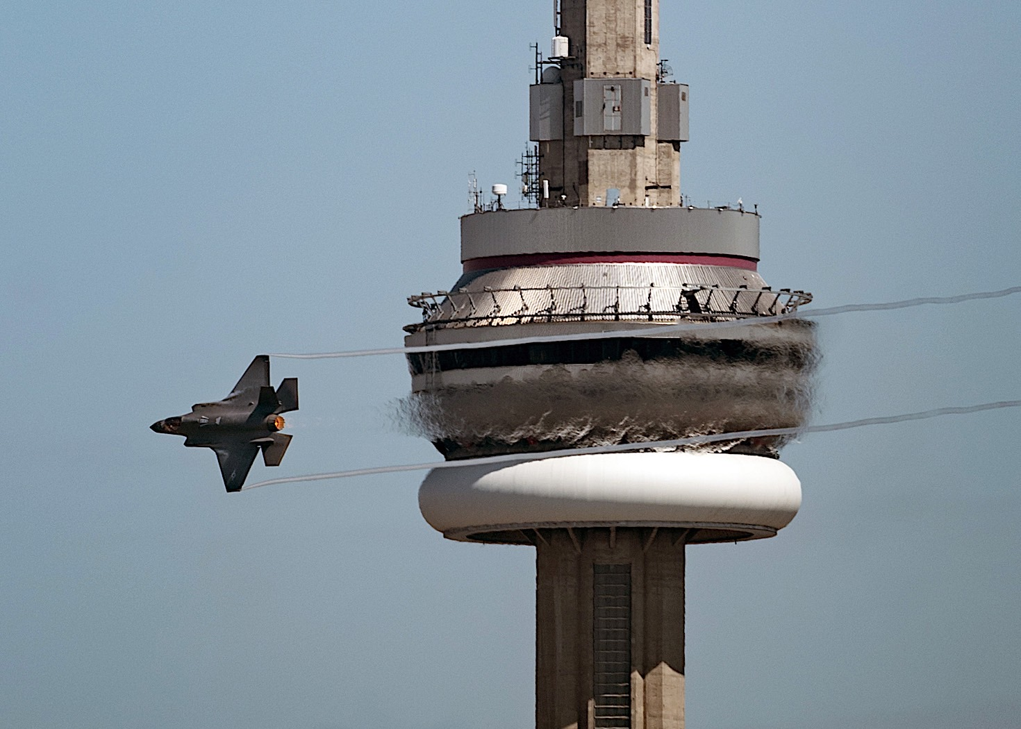 it's-time-to-buzz-the-cn-tower-for-this-f-35a-lightning,-and-it-does-just-that