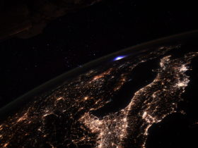 astronaut-captures-rare-blue-glow-over-earth-from-the-iss