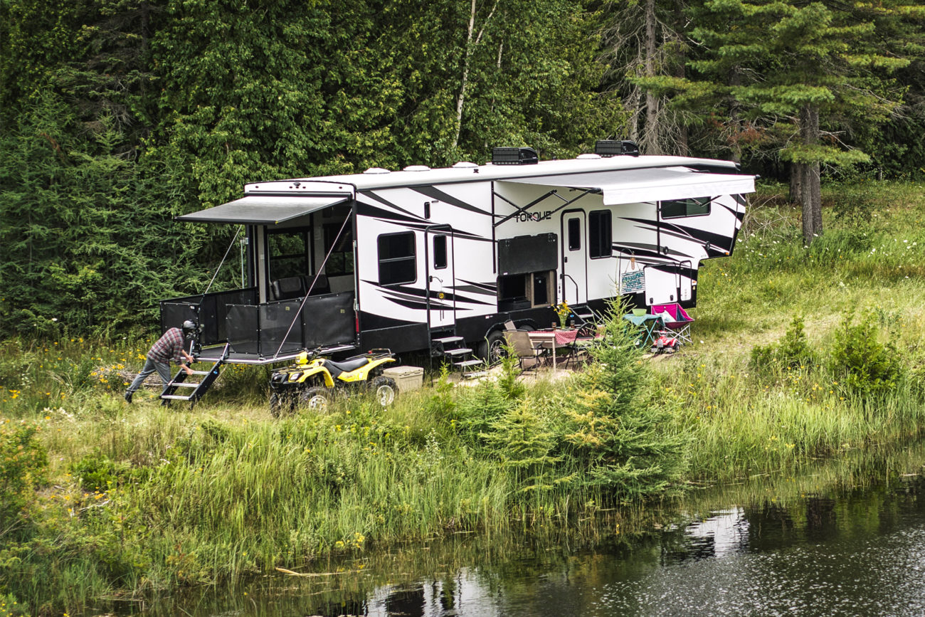 torque-350-fifth-wheel-features-13-foot-garage-and-off-grid-ready-for-a-tad-over-$70k