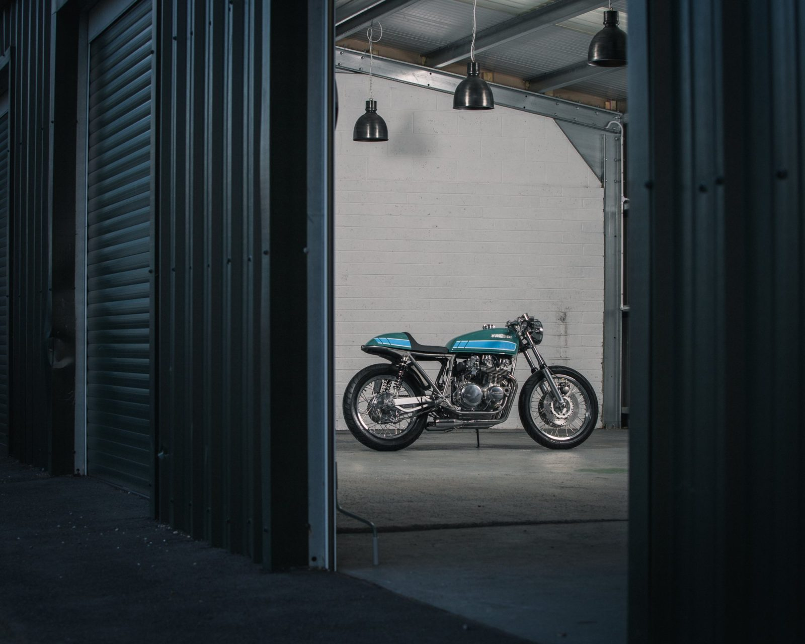 behold-a-mouth-watering-1976-kawasaki-z650-customized-by-a-former-blacksmith