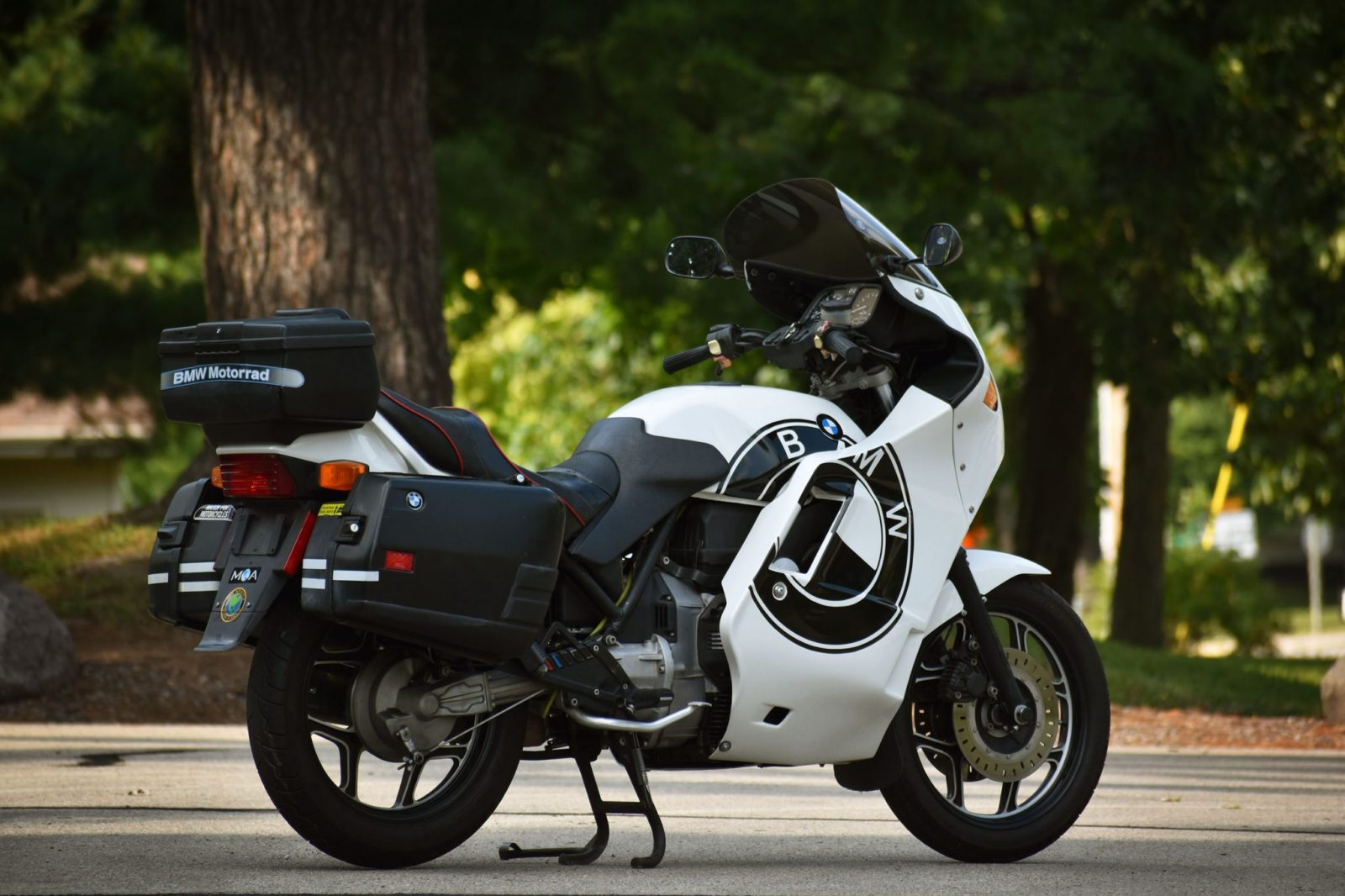 this-1988-bmw-k-75-c-wears-pichler-fairings-with-pride,-rolls-on-michelin-rubber