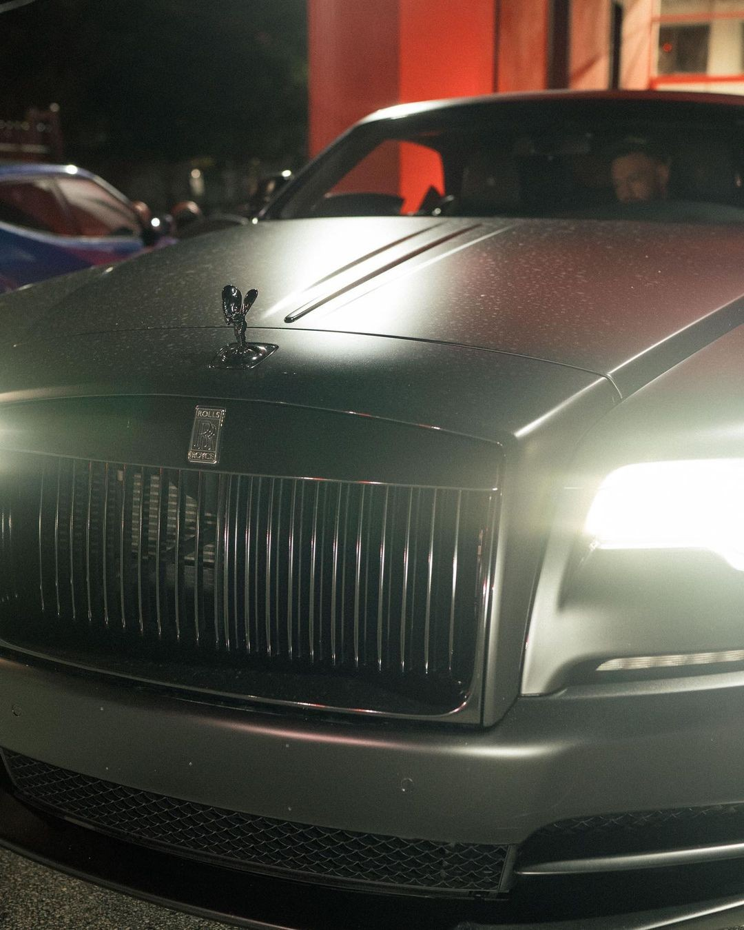 conor-mcgregor's-ride-to-the-gym-is-a-rolls-royce-wraith