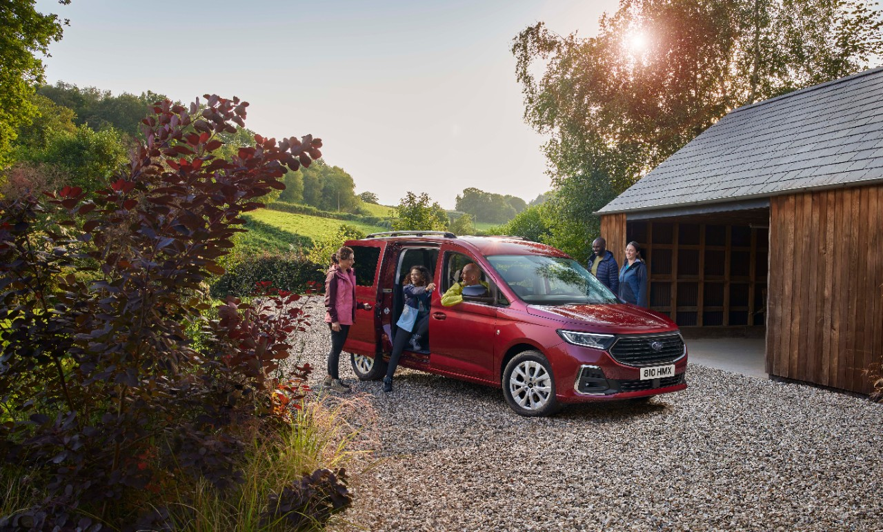 2022-ford-tourneo-connect-revealed-with-vw-caddy's-mqb-platform,-oily-bits
