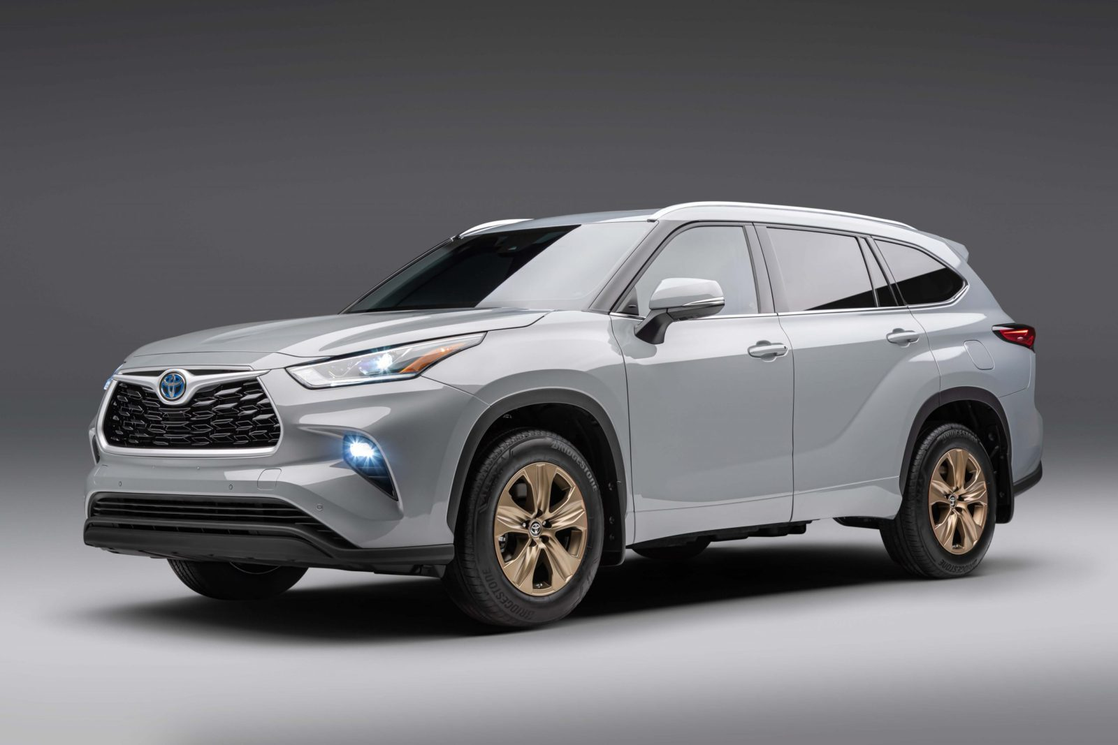 2022-toyota-highlander-adds-more-content,-welcomes-hybrid-only-bronze-edition