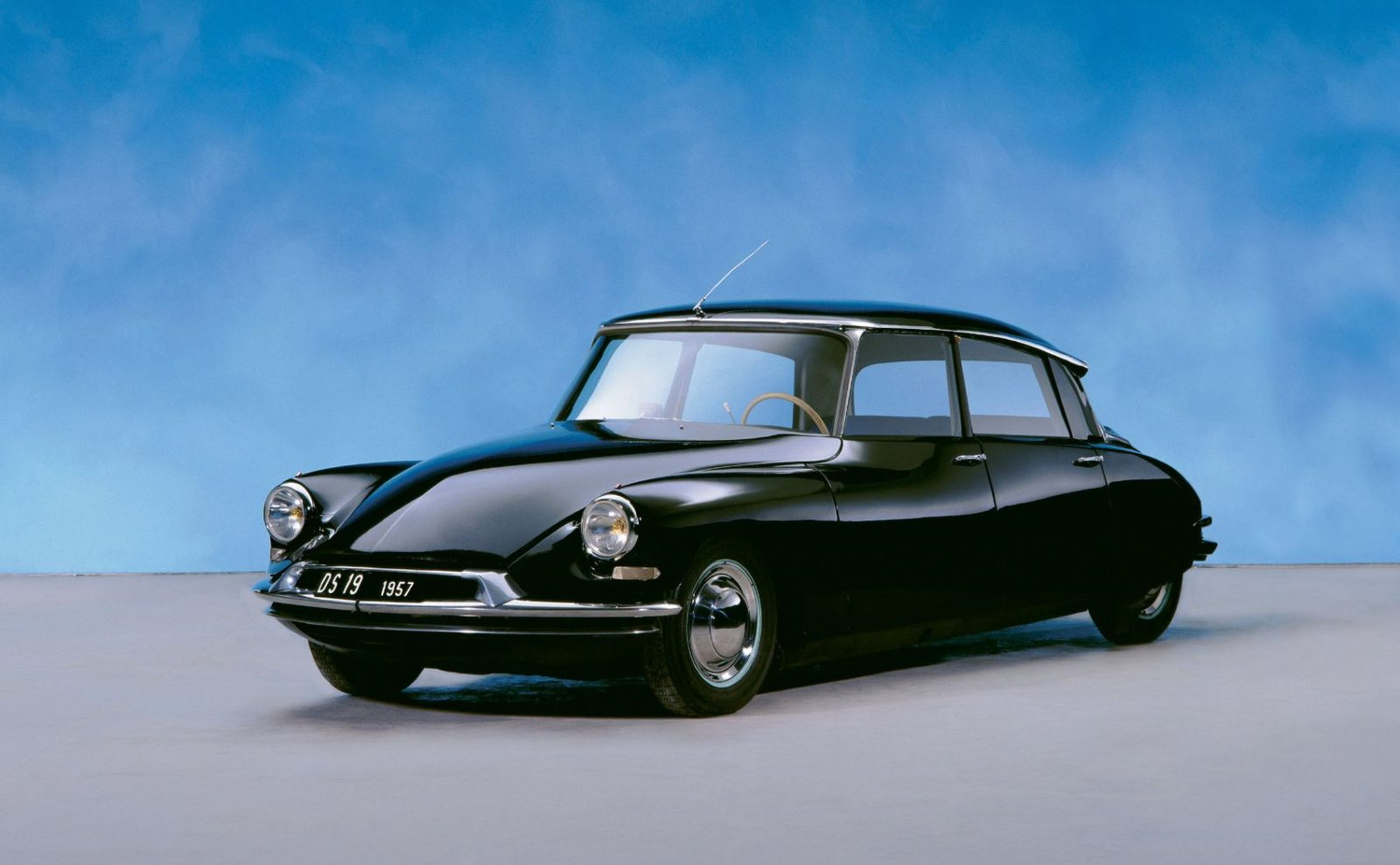a-look-back-at-the-citroen-ds:-arguably-the-most-innovative-car-ever-built