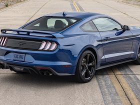 the-ford-mustang-and-chevrolet-corvette-top-the-2021-made-in-america-auto-index