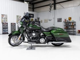 2,300-mile-harley-davidson-cvo-road-king-lets-you-conquer-the-highway-with-confidence
