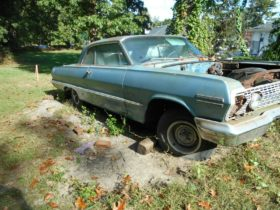 1963-chevrolet-impala-left-to-rot-in-someone's-yard-could-make-v8-diehards-walk-away