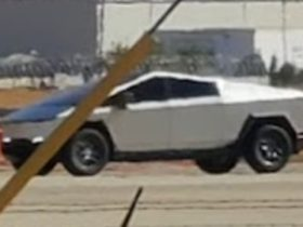 'near-production'-tesla-cybertruck-spied-with-mirrors-and-four-wheel-steering