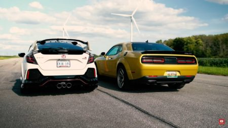 widebody-challenger-scat-pack-drags-and-rolls-tuned-civic-type-r,-someone-wins-by-a-hair